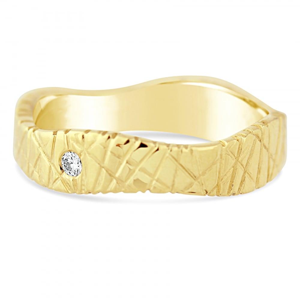 66ee1aa8e0 18ct Yellow Gold Textured Single 0.030ct Diamond Shaped Wedding Ring