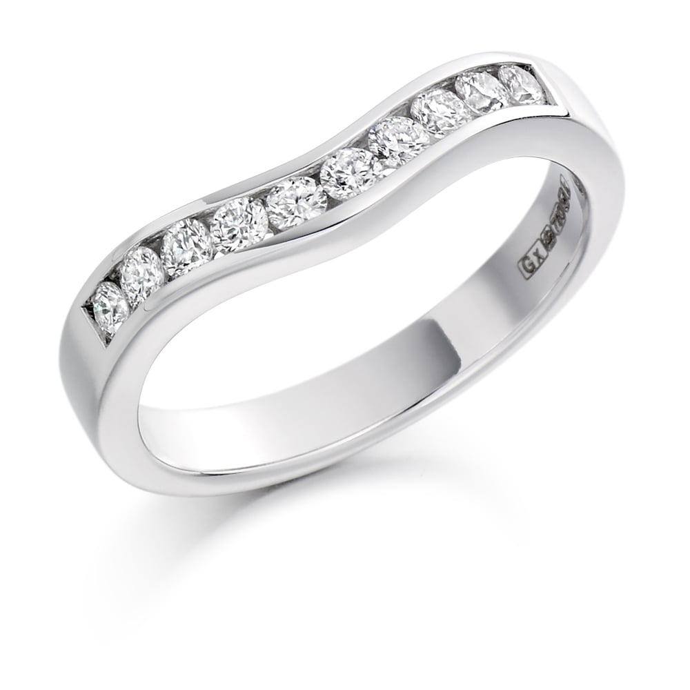 18ct White Gold 033ct Shaped Curved Diamond Ring